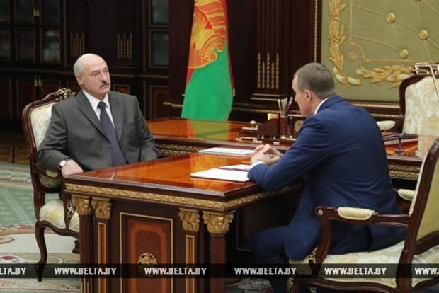 Лукашенко после инсульта поговорил с Минским губернатором про урожай и коров