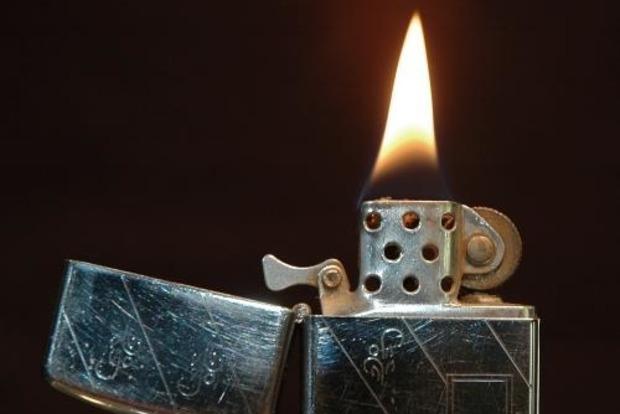 В Запорожье отец троих детей обжигал им пальцы зажигалкой, чтобы воспитать