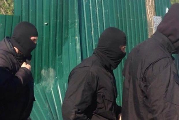 В Одессе 40 человек в балаклавах пытались захватить воинскую часть