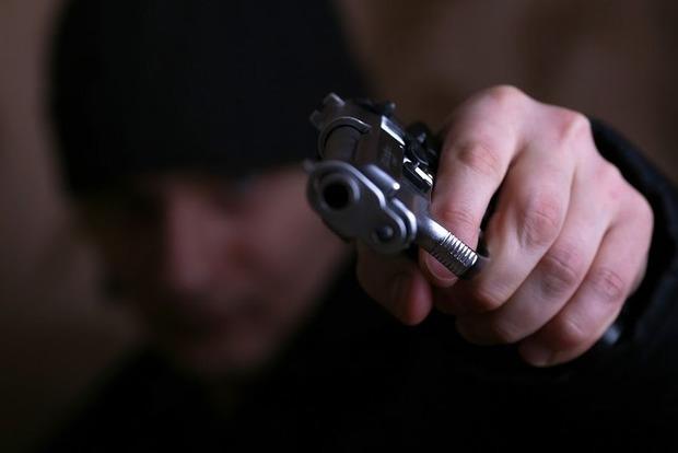 Под Киевом преступник напал на секретаря суда