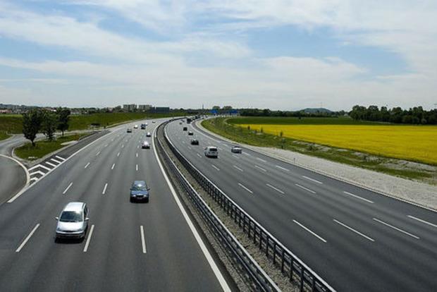 Омелян: Украина начнет строительство платных дорог в 2019