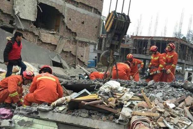 При обрушении многоэтажного дома в Китае погибли шесть человек