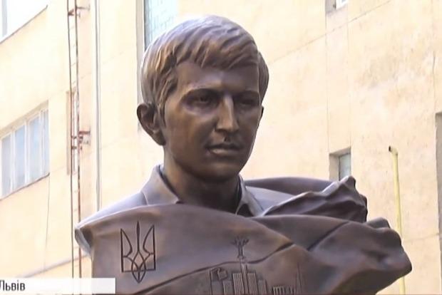 Во Львове открыли памятник студенту – Герою Небесной сотни
