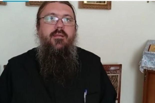 Священник УПЦ МП, у которого подозревают коронавирус, специально накашлял на журналистов