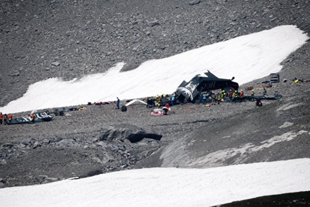 У Швейцарії розбився літак. Загинуло 20 осіб