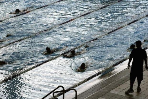 В Швейцарии школьниц-мусульманок обязали плавать с мальчиками