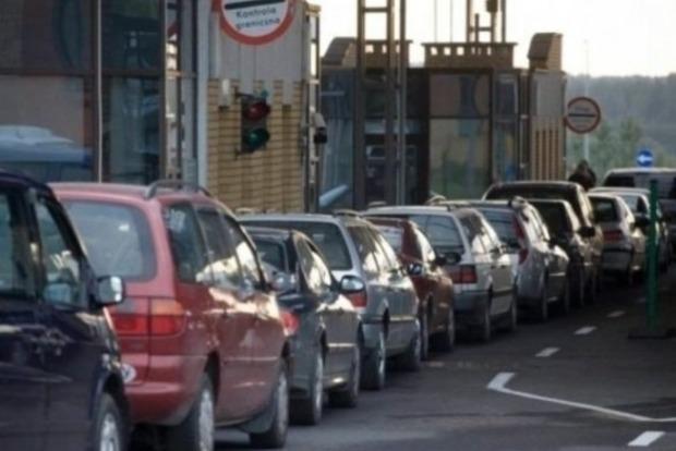 Около 500 авто стоят в очередях на КППВВ на Донбассе