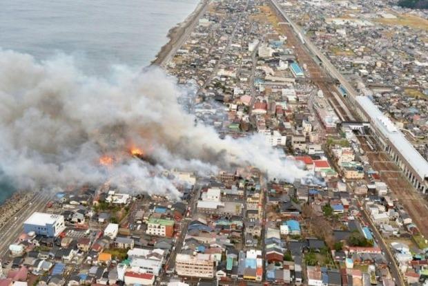 В Японии масштабный пожар охватил 140 домов