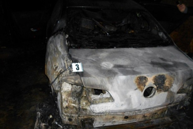 В Харькове неизвестные сожгли автомобиль судьи
