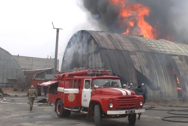 В Харькове на территории завода сгорел склад