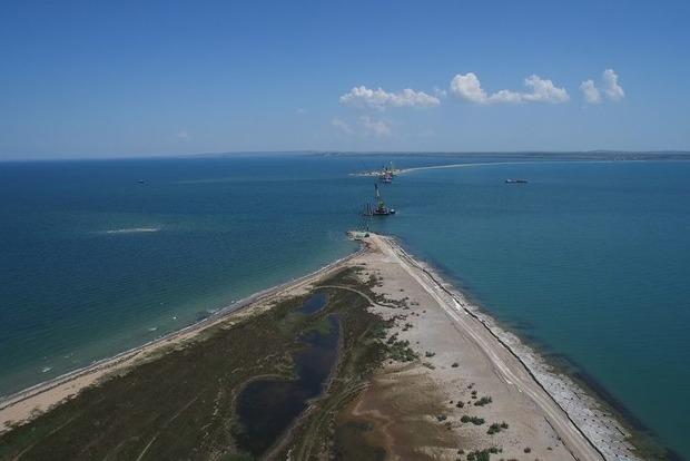 Россия запретила кораблям и судам передвигаться через Керченский пролив