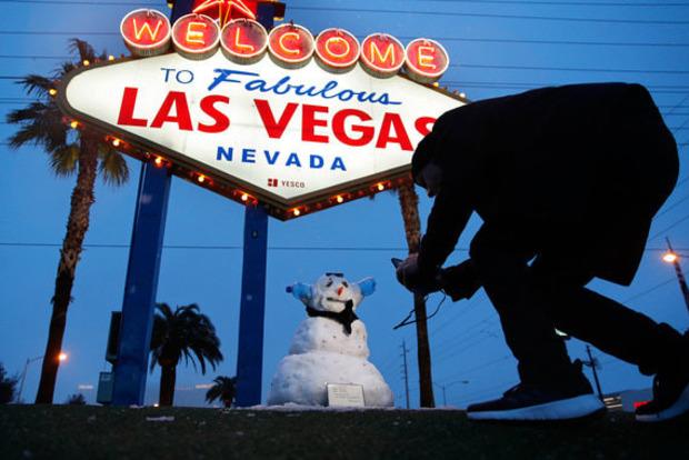 Це Армагеддон! Вперше за півстоліття Лас-Вегас замело снігом
