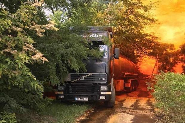 Отруйна помаранчева хмара: на Дніпропетровщині з автоцистерни витекла азотна кислота