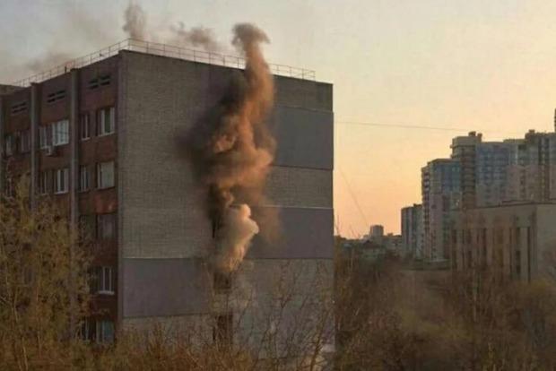 В Киеве на Татарке два часа полыхала высотка. Спасли всех, даже собак
