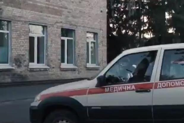 Под Киевом возле больницы умерла женщина: врачи отказались принимать