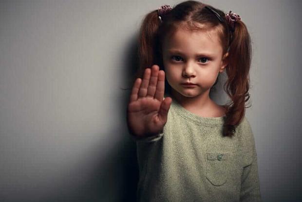 У криворізькому дитячому садку познущалися над 5-річною дитиною. Вихователь звільнений