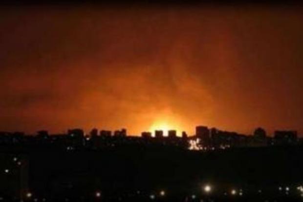 Аж будинок хитнуло. У мережі повідомляють про потужний вибух у Донецьку