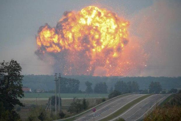 Взрывы на складах с боеприпасами в Украине имеют признаки диверсий – Муженко