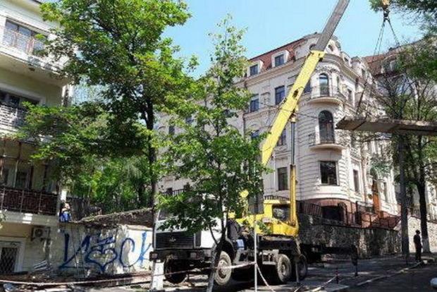 Впихнуть невпихуемое. В центре Киева возобновили незаконное строительство торгового центра