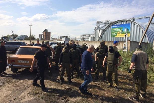 Работник Минюста переписал: на Харьковщине житель ДНР со стрельбой отжимает агрофирму у собственника