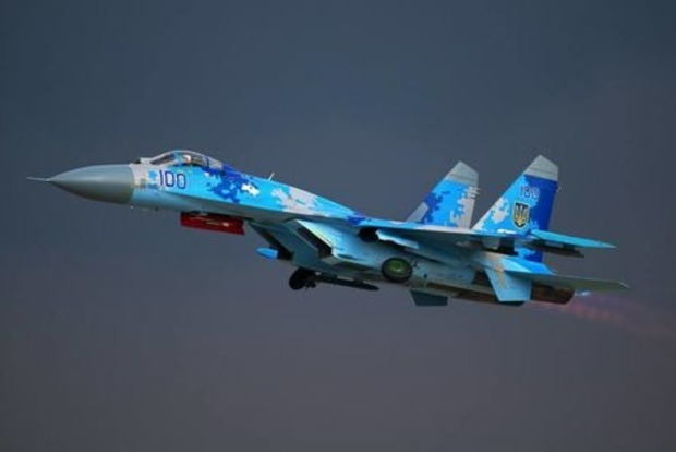 Под Житомиром разбился военный самолет Су-27, пилот погиб