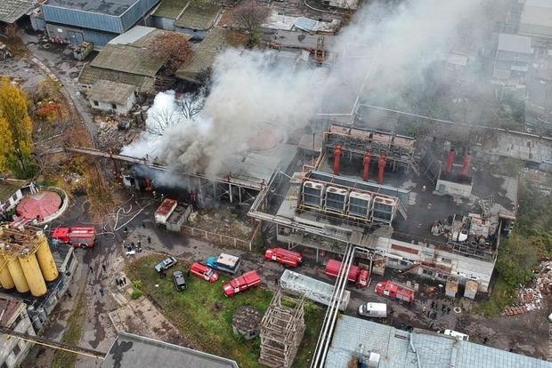 Cотрудники экстренных служб потушили пожар натерритории учреждения «Одессакондитер» вцентре Одессы