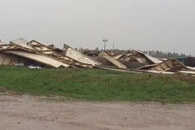 В Москве разнесло ураганом пирамиду Голода