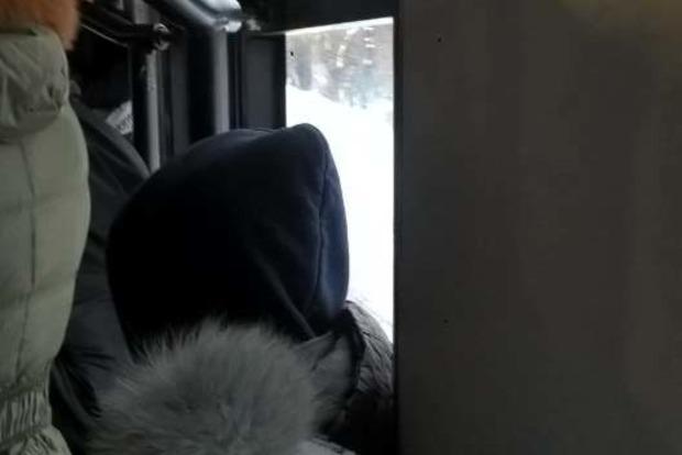 В Кременчуге люди давятся в маршрутках по 6 гривен. 50 новеньких троллейбусов все время ломаются