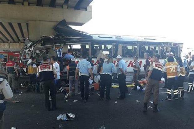 ВТурции туристический автобус столкнулся с грузовым автомобилем, есть жертвы ираненые