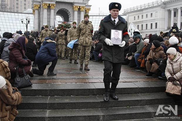 Майдан на коленях простился с погибшими под Авдеевкой Героями