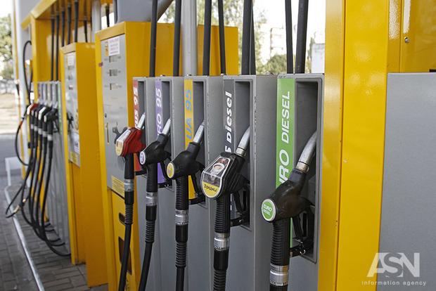 У Києві та області продовжує дорожчати бензин