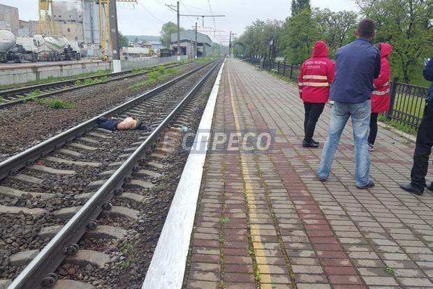 На железнодорожной станции в Киеве поезд насмерть переехал мужчину