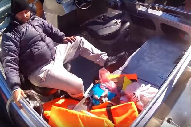 Обмывали катера: В Запорожье один чиновник утопился, другого изрезало винтом