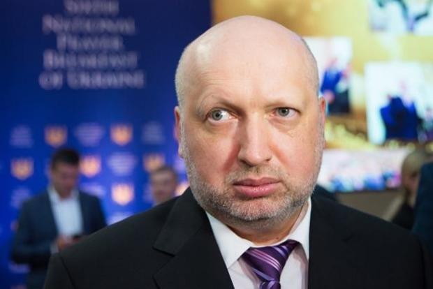 Турчинов анонсировал пропуск граждан РФ в Украину по биопаспортами