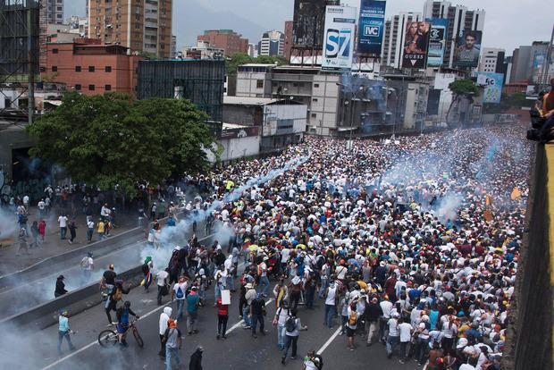 На протестах в Венесуэле погибли еще двое человек