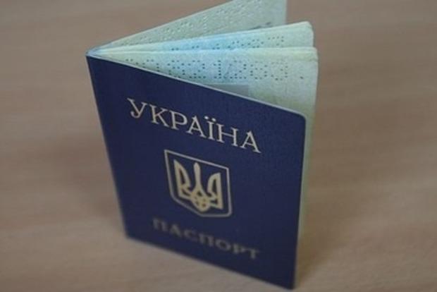 Президенту предлагают убрать из паспорта гражданина Украины надписи на русском языке