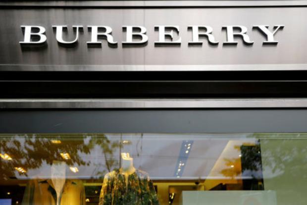 Burberry впервые за 20 лет сменила логотип и знаменитую клетку