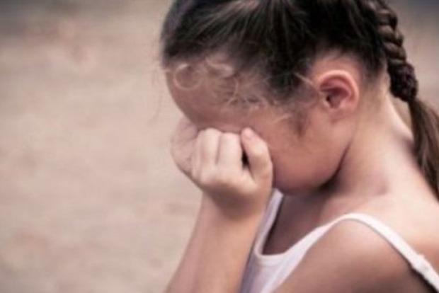 У Полтаві п'яний збоченець зґвалтував малолітню дочку