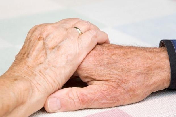 Жінкам в старості доводиться гірше за чоловіків