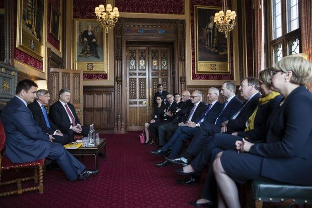 Порошенко попросил британцев либерализовать визовый режим для украинцев