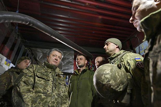 Порошенко объявил о повышении выплат военным на передовой