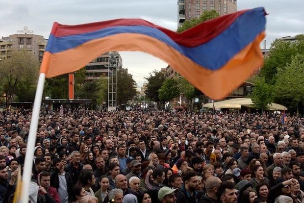 У Єревані поліція розганяє мітинг опозиції