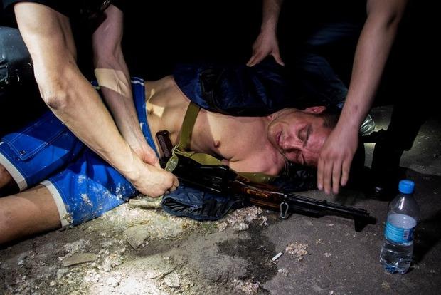 В Днипре задержали мужчину, который вышел «выпить пива» с автоматом Калашникова