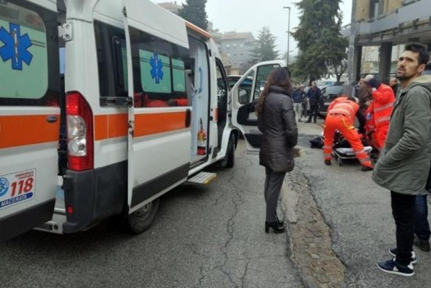 В італійському місті невідомі відкрили вогонь поперехожих, є поранені