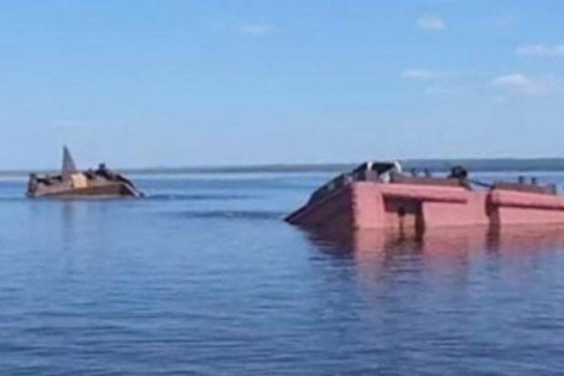 В Азовском море затонула российская баржа с зерном