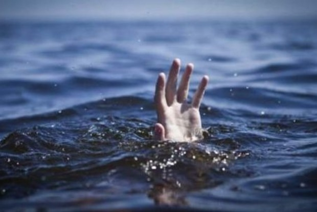 Шторм в Одессе: на побережье, пытаясь спасти ребенка, утонула женщина