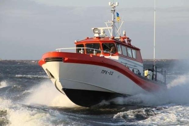 Российский корабль возле Крыма пытался захватить украинский спасательный катер