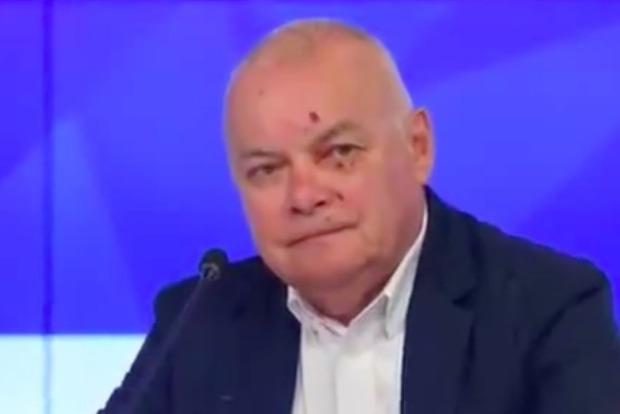 Пропагандист Дмитрий Киселев разбил лицо, сажая маслины в оккупированном Крыму