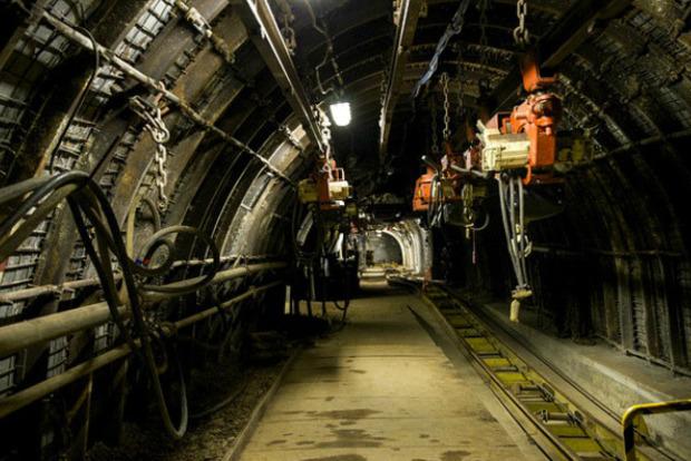 На неработающей шахте на Волыни обрушилось здание, погиб человек