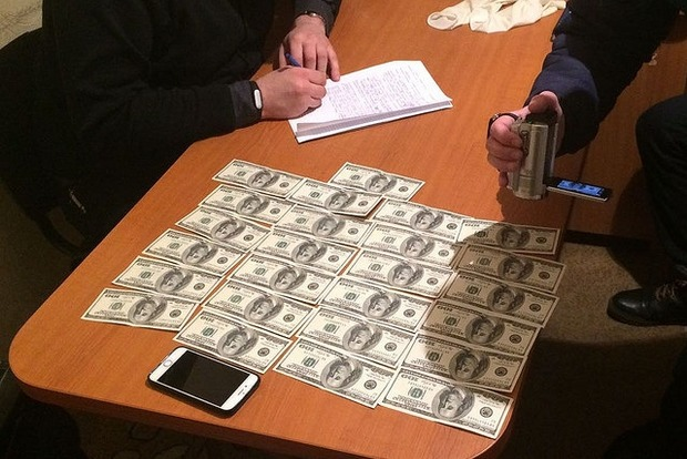 На взятке пойман высокопоставленный чиновник Житомирской ОГА